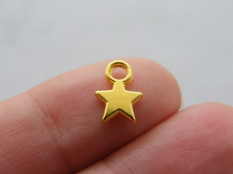 18 Star charms gold tone GC73