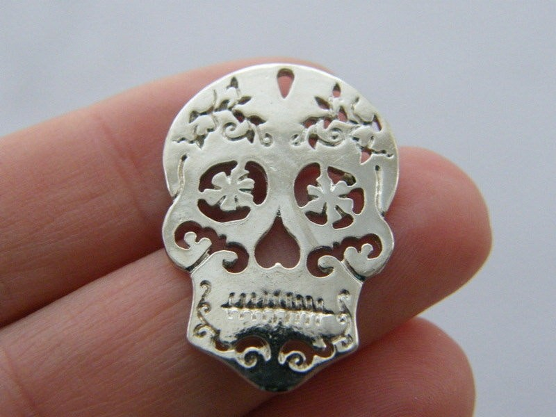 4 Skull charms antique silver tone HC40