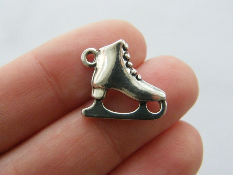 4 Ice skate charms antique silver tone SP51