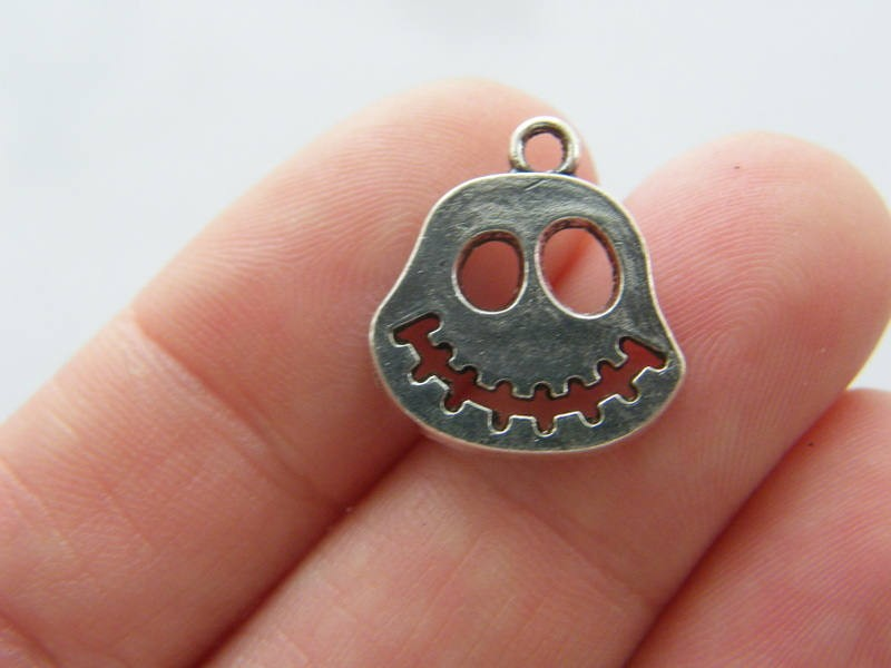 6 Skull charms antique silver tone HC224