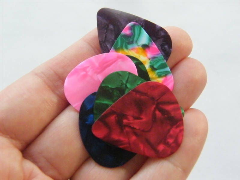 10 Guitar picks plastic assorted colours MN12