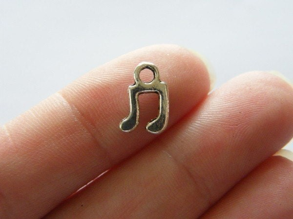 BULK 50 Music note charms antique silver tone MN4