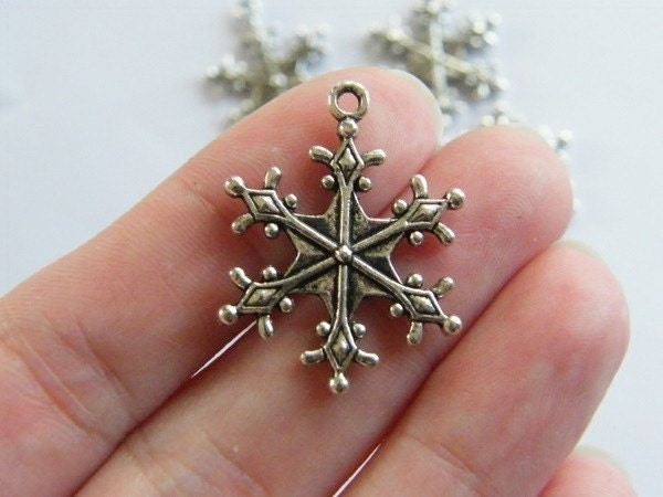 BULK 30 Snowflake pendants antique silver tone SF13