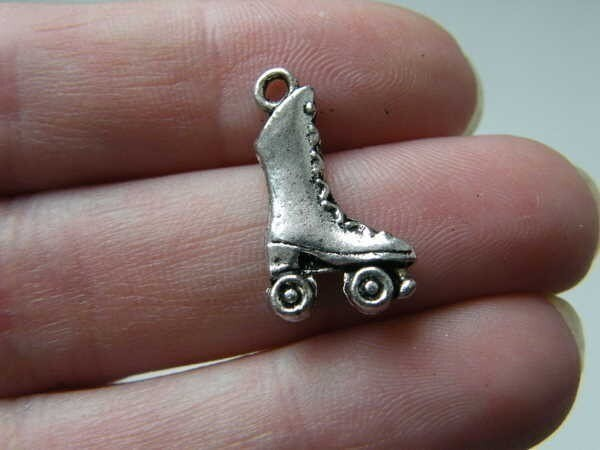 BULK 50 Roller skate charms antique silver tone SP48