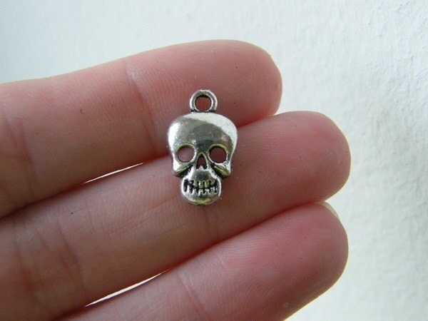 12 Skull charms antique silver tone HC96