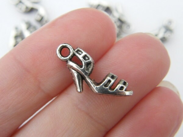 8 High heel shoe charms antique silver tone CA190