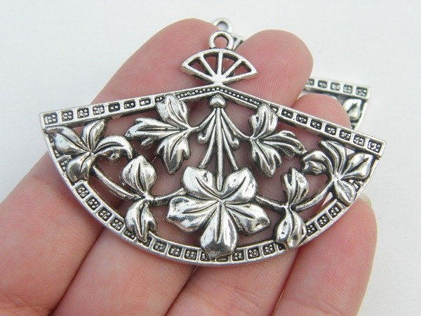 2 Fan pendant antique silver tone CA69