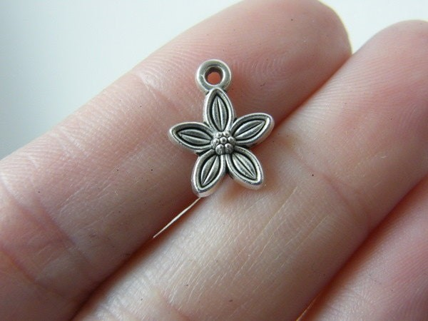 14 Flower charms antique silver tone F58