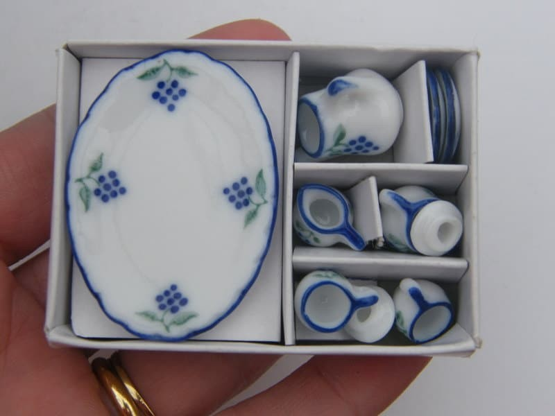 1 Blue, green and white porcelain tea set