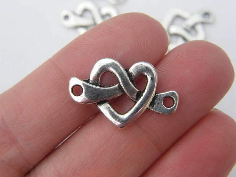 8 Heart connector charms antique silver tone H42
