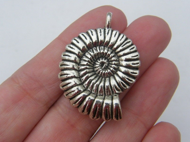 BULK 5 Shell pendants antique silver tone FF167