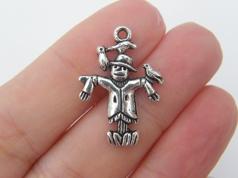 6 Scarecrow charms antique silver tone HC150