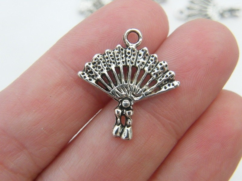 8 Fan charms antique silver tone CA71