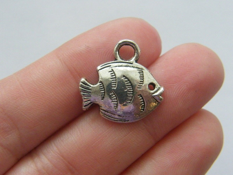 6 Fish charms antique silver tone FF14