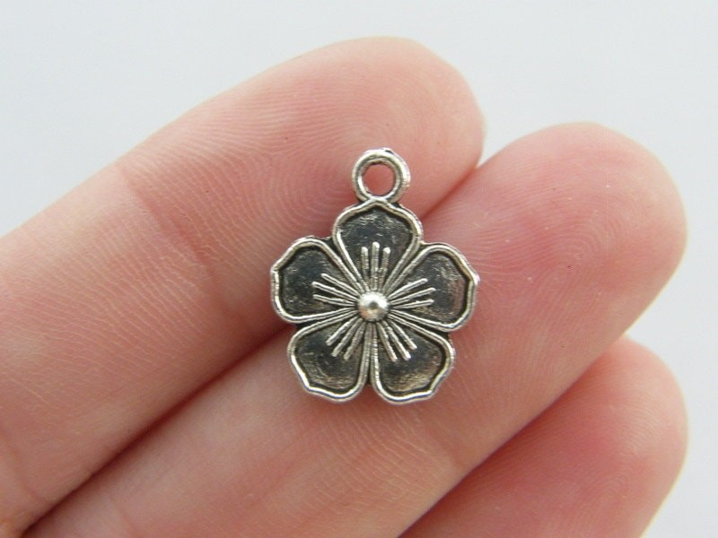 10 Flower charms antique silver tone F73