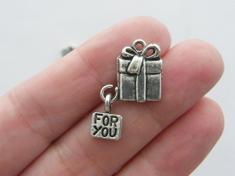 BULK 30 Present charms antique silver tone CT78