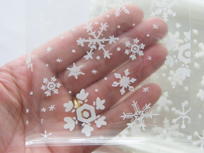 100 Snowflake cellophane bags - self sealing and resealable