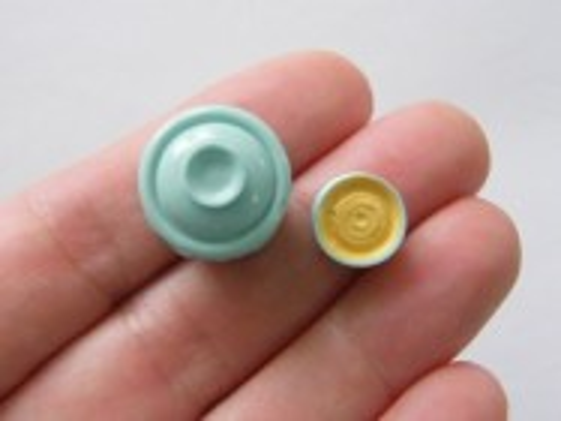 2 Jar and bowl miniature embellishment resin FD471