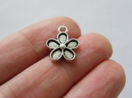 10 Flower charms antique silver tone F366