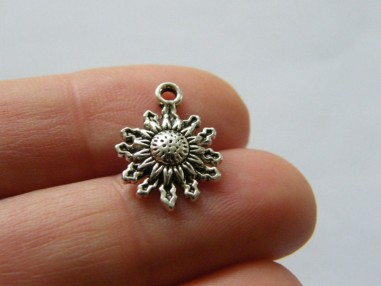 10 Flower charms antique silver tone F181