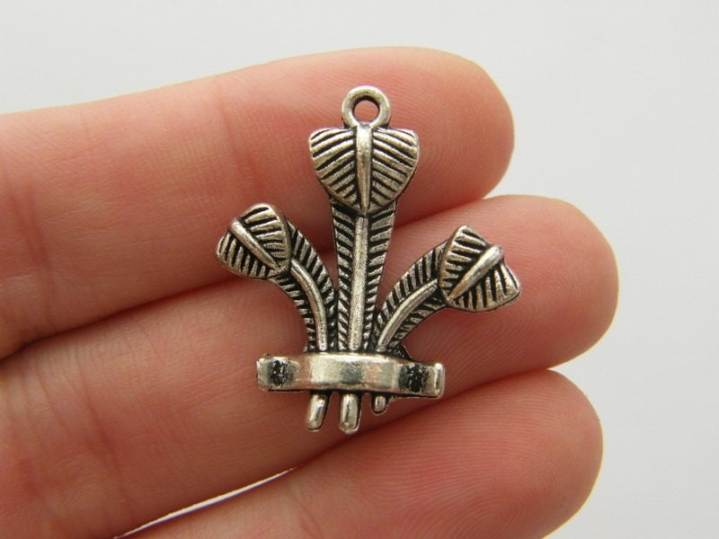 4 Feather head dress charms antique silver tone P395