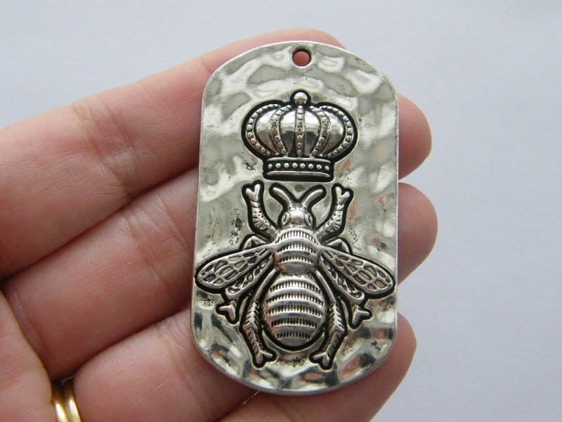 1 Queen bee charm antique silver tone M301