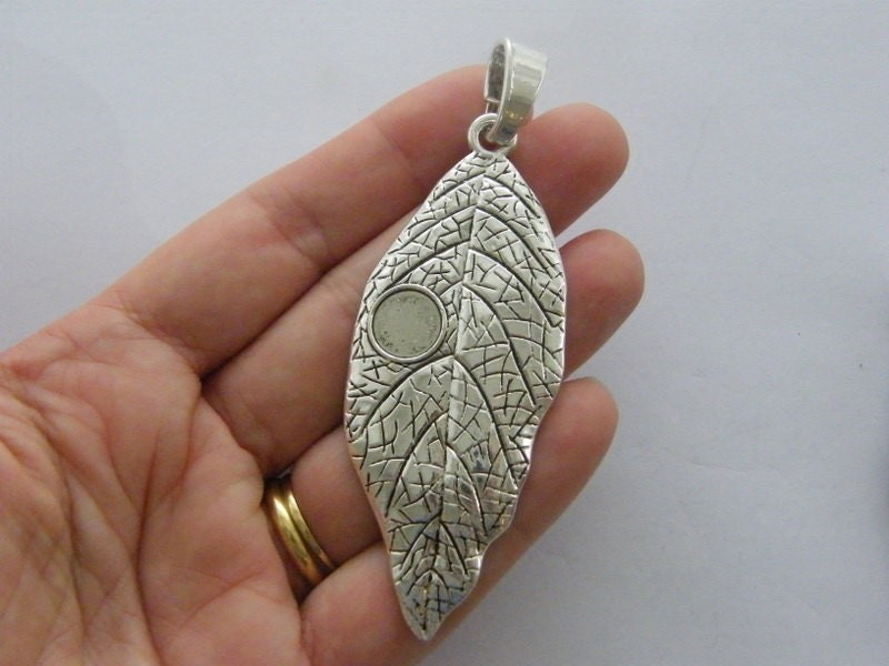 1 Leaf pendant antique silver tone L192