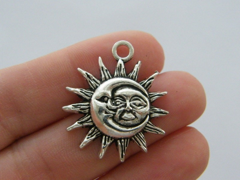 BULK 20 Moon and sun pendants antique silver tone M57