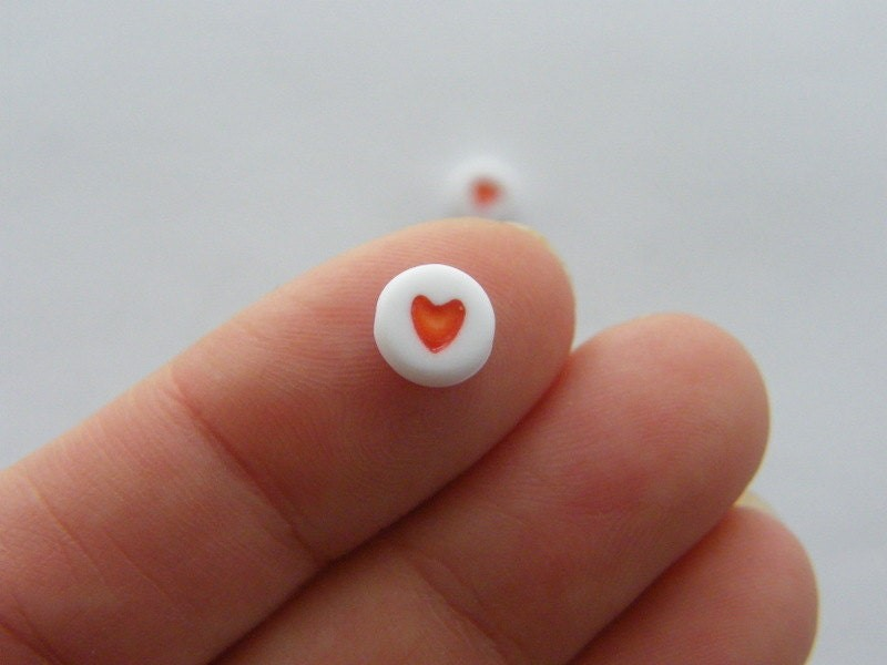100 Acrylic round heart 7mm white red beads AB13