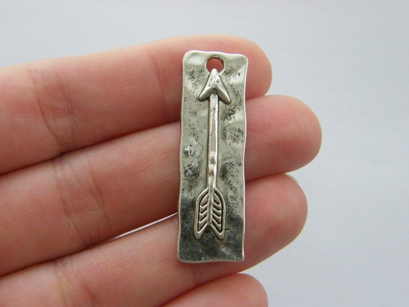 4 Arrow charms antique silver tone G49