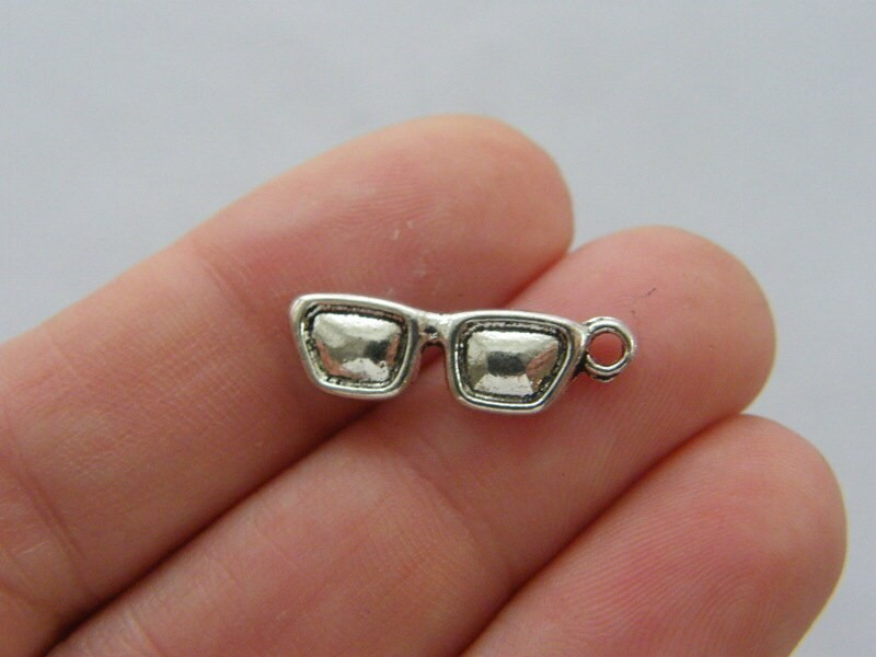 12 Sun glasses charms antique silver tone P446