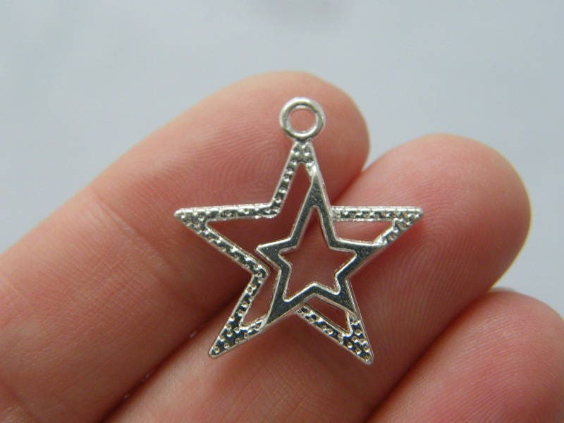 8 Star charms silver plated tone S44