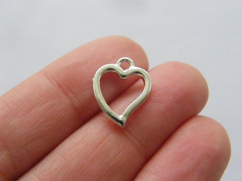6 Heart charms silver plated tone H198