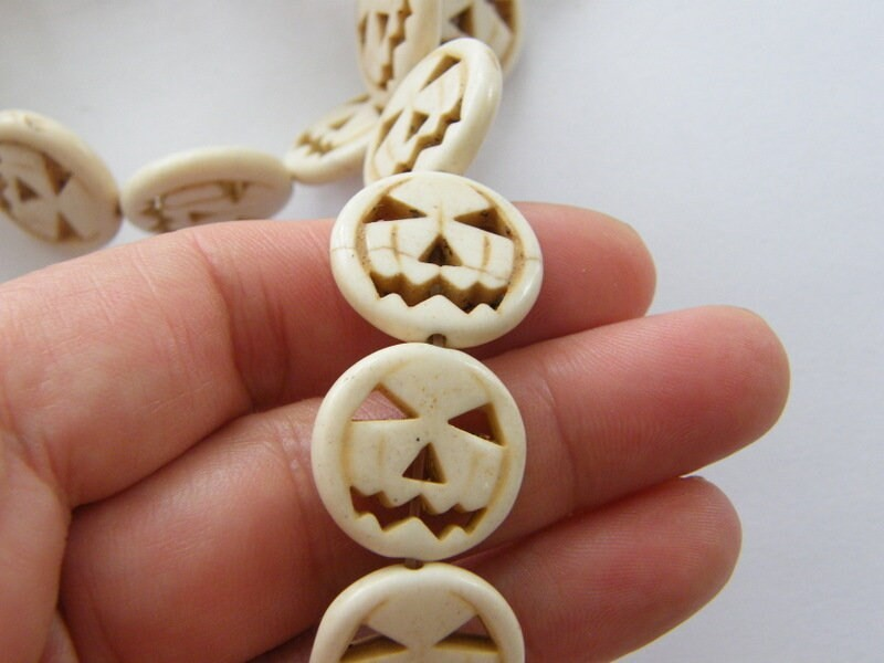 26 Off white pumpkin jack o lantern Halloween beads SK13