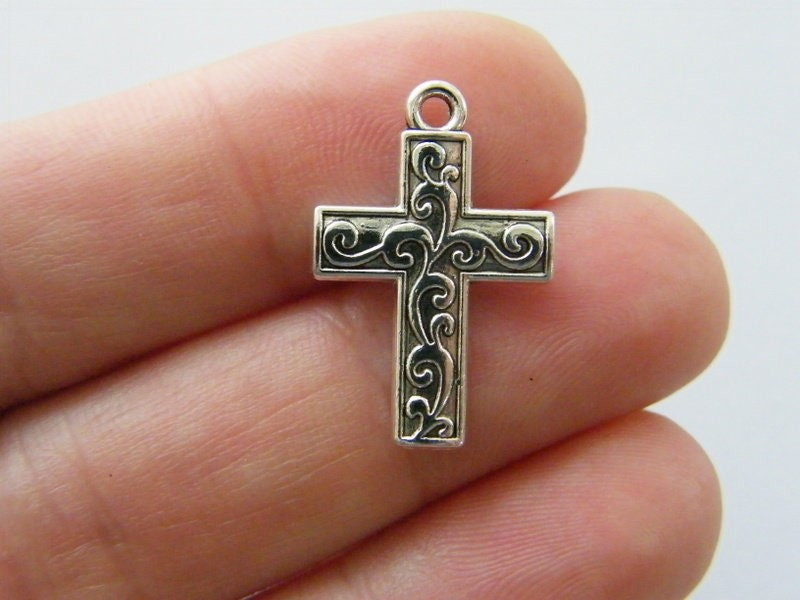 8 Cross charms antique silver tone C119