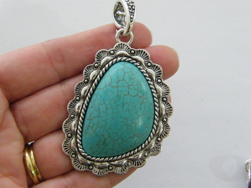 1 Pendant blue green antique silver tone FM200