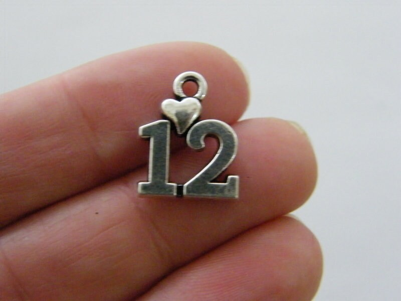 4 12 heart Charms antique silver tone M85