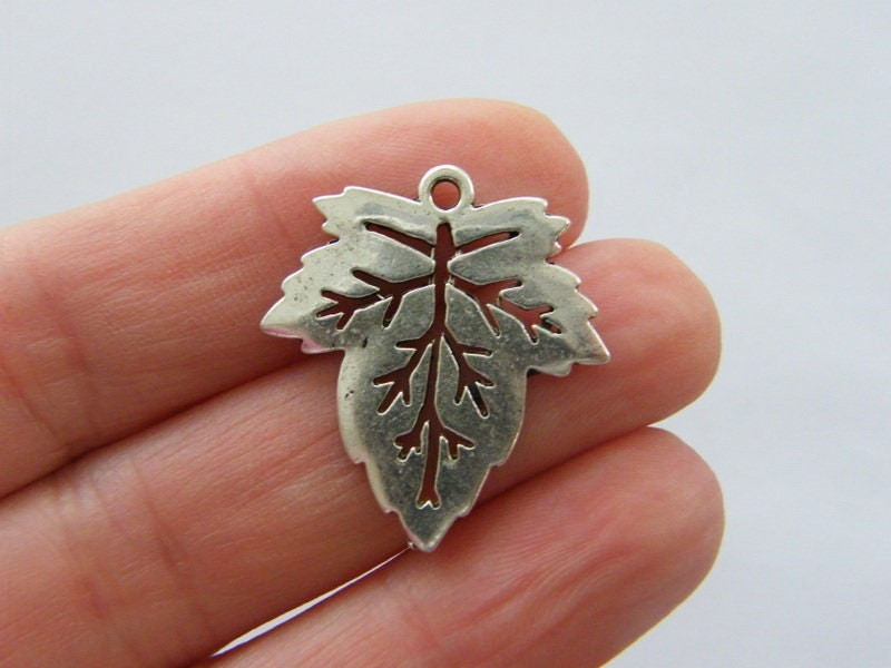 8 Leaf charms antique silver tone L279