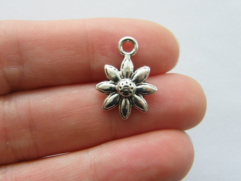 10 Flower charms antique silver tone F301
