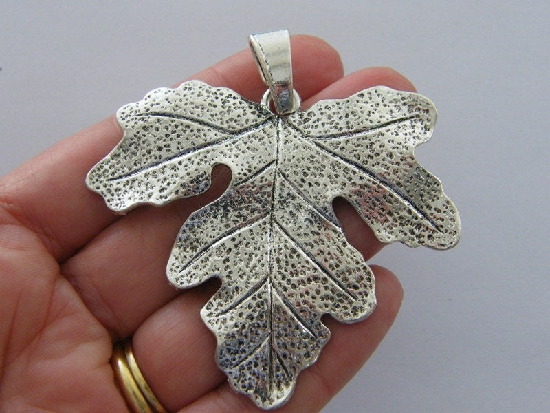 1  Leaf pendant antique silver tone L285
