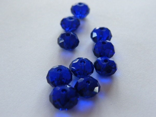 72 Beads - royal blue faceted crystal glass B78