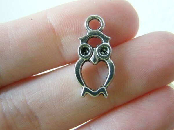 8 Owl charms antique silver tone B295