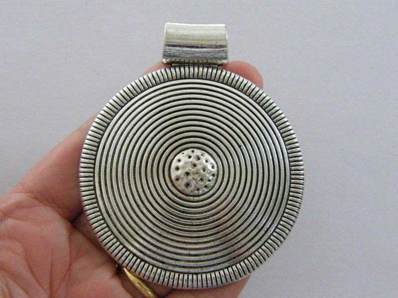 1 Circle pattern pendant antique silver tone BFM23