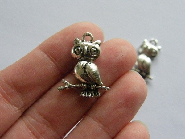 6 Owl charms antique silver tone B292