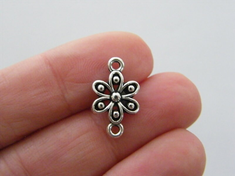 8 Flower connector charms antique silver tone F118