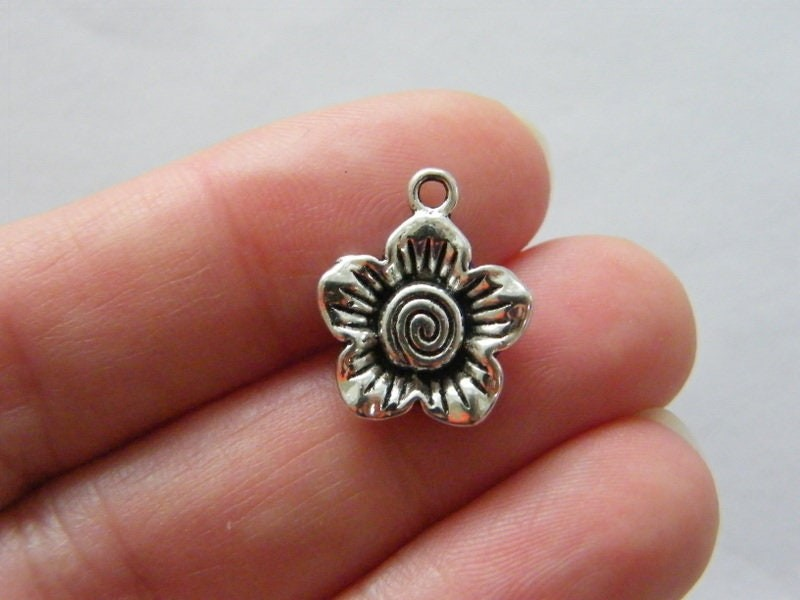 6 Flower charms antique silver tone F46