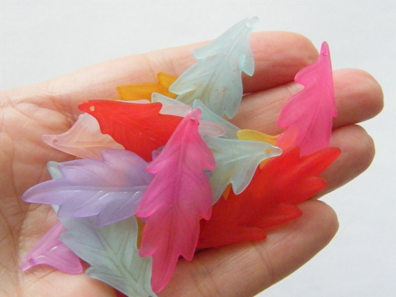 50 Random mixed frosted acrylic plastic leaf charms AL11