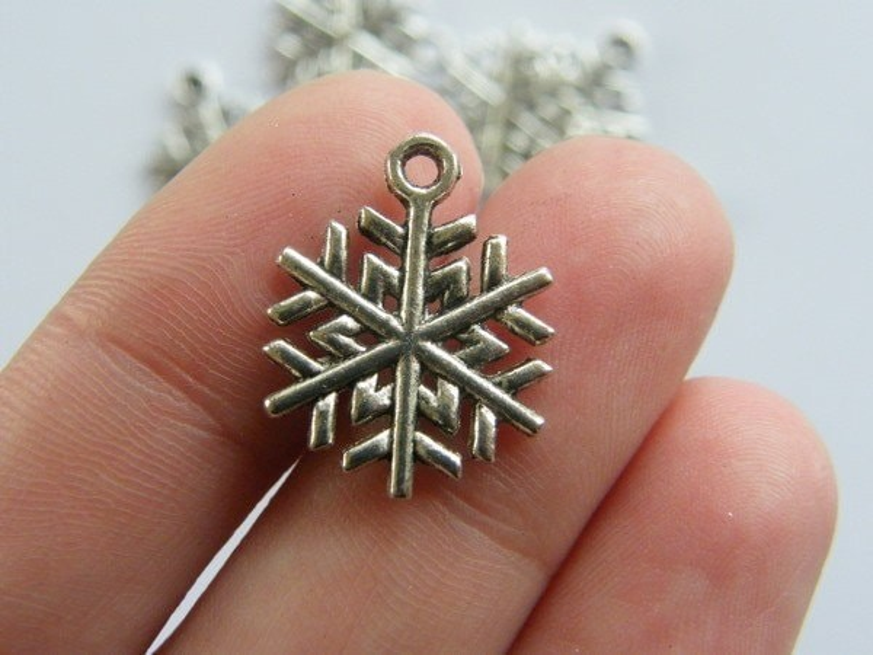 10 Snowflake Christmas charms tibetan silver SF11