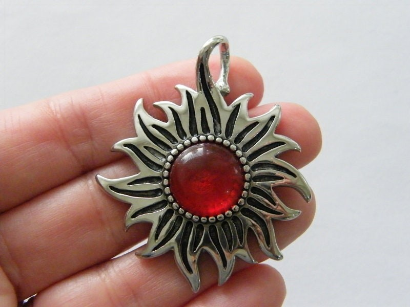 1 Sun red centre pendant silver tone stainless steel S207