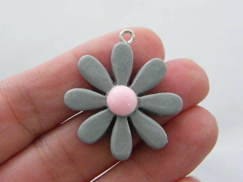 4 Flower pendants grey and pink resin F335